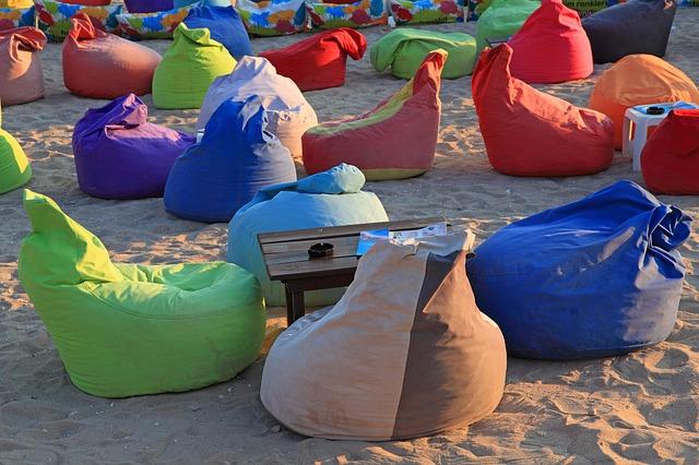 barevné pytle na sezení