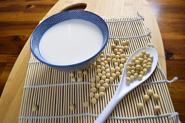 sójové mléko v misce