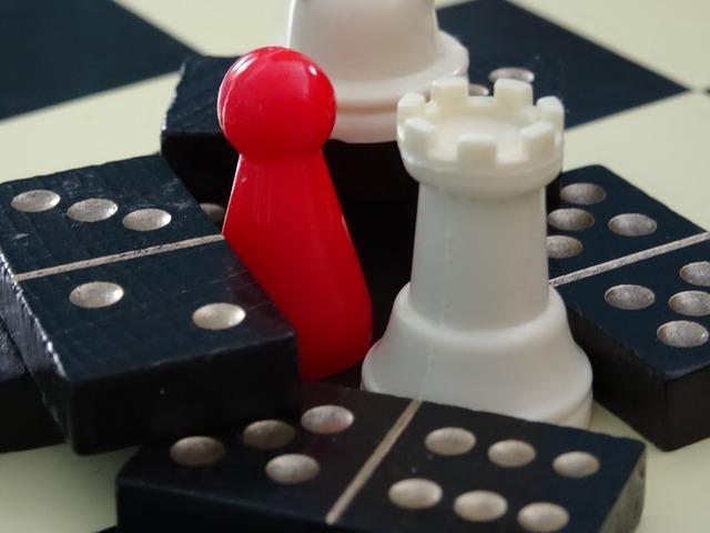 šachy a domino