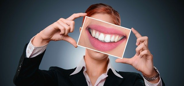 žena a úsměv na obrázku