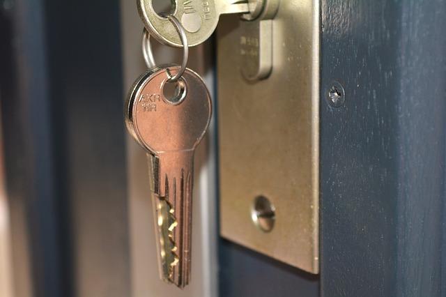 klíče v zámku v novém bytě.jpg