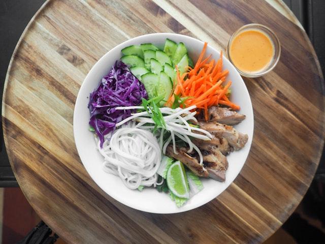 zelenina a maso, klíčky – zdravý jídelníček