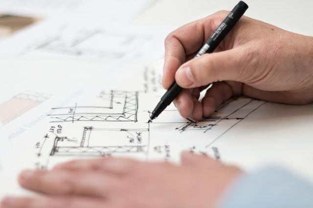 plány domu – tužka v ruce