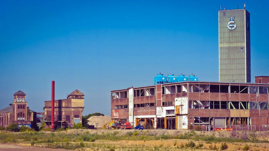 stavba nebo oprava továrny – modernizace garážových vrat